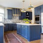 синий кухонный гарнитур интерьер фото