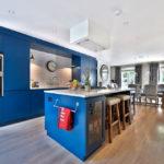 синий кухонный гарнитур оформление