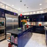 синий кухонный гарнитур виды декора