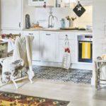 совмещение плитки и ламината на кухне интерьер