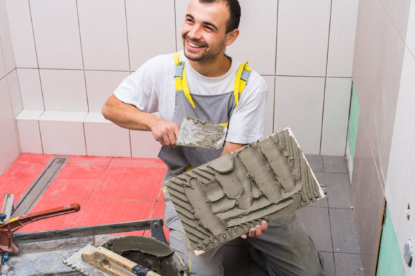 Кельма-плиточника применяется для замеров и укладки раствора во время укладочно-плиточных работ.