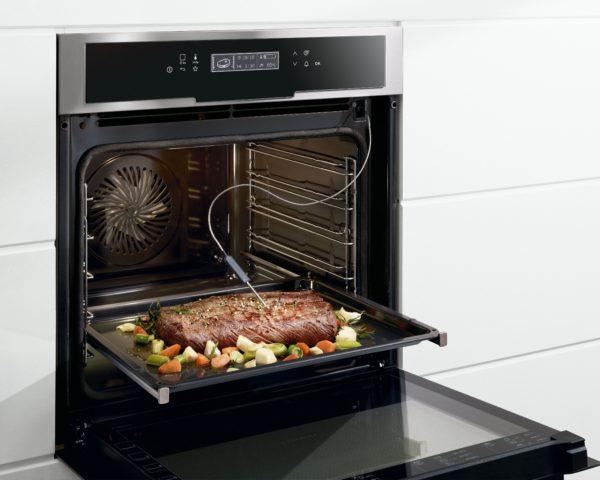 Делайте регулярную чистку духовки важной домашней задачей.