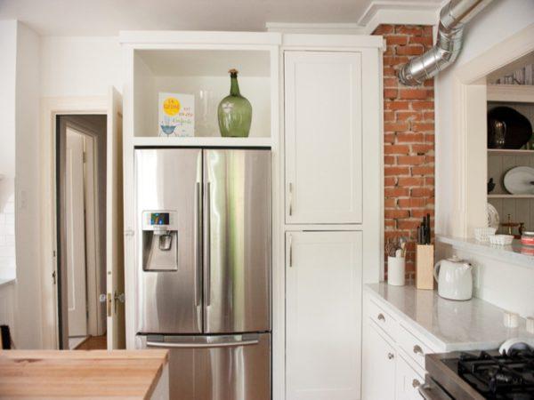Холодильник в нише из гипсокартона или стене должен иметь свободный доступ воздуха для охлаждения.