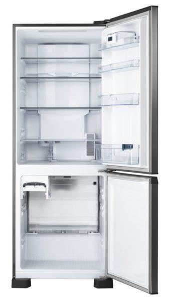 После того, как удалось подключить холодильник к сети, не стоит забивать его продуктами.