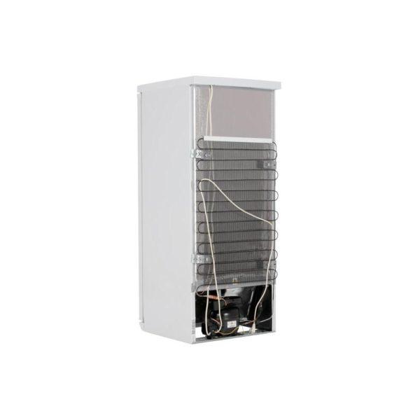 Этап подключения холодильника начинают с осмотра провода и вилки