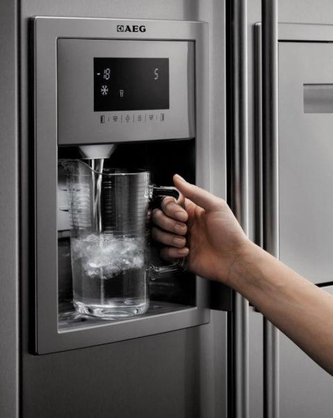Холодильник с ледогенератором совмещает два прибора с криогенными опциями