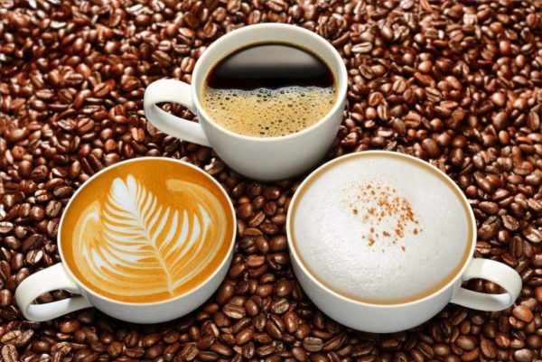 Имея в домашнем арсенале капсульную кофемашину, можно без особых усилий баловать себя и близких любимыми ароматными напитками