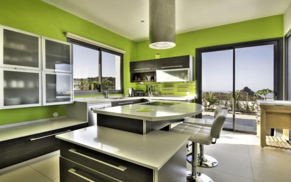 Именно для оформления кухни белый цвет великолепная идея