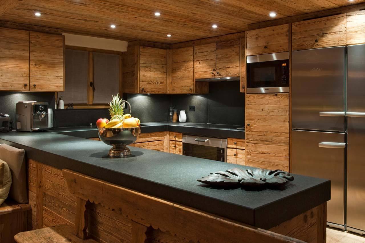атмосфера деревянных кухонь