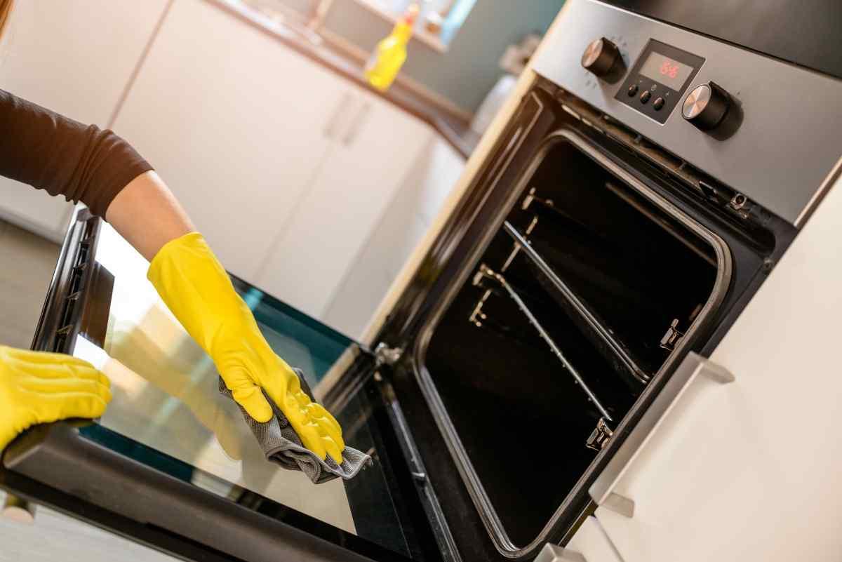 безопасность при чистке духовки