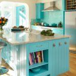удобная голубая кухня