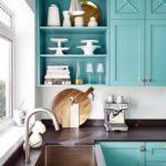 кухня с голубым фасадом