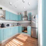 голубая кухня с фасадами