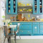 голубая кухня с бирюзой