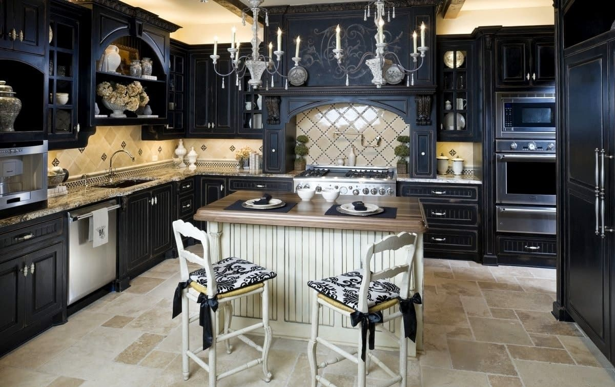 готический стиль в черно-белой кухне
