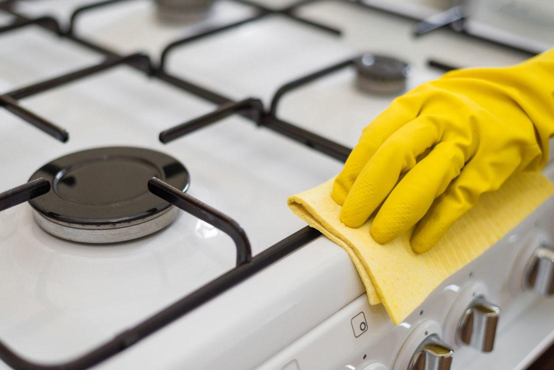 чистка эмалированной плиты