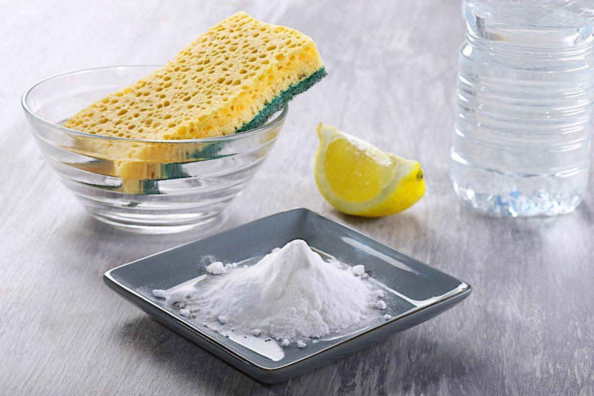чистка плиты содой и лимоном