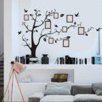 дерево на стене с фоторамками