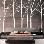 декоративное дерево в спальне не стене