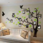 дерево с листочками на стене