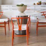 оранжевые стулья
