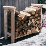 дровница из дерева для хранения поленьев