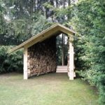 удобная в использовании конструкция дровяника