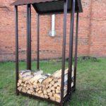 простой по конструкции и небольшой дровяник