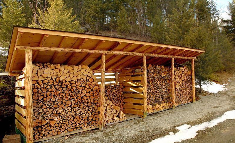 большая постройка для хранения дров