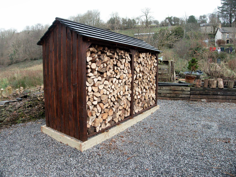 пропитанные брусья у дровяника на даче