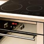 электронная плита на кухне