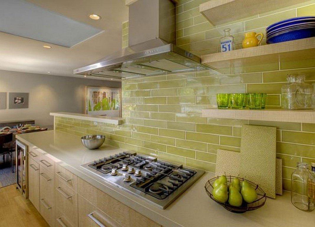 фартук на кухне оливкового цвета