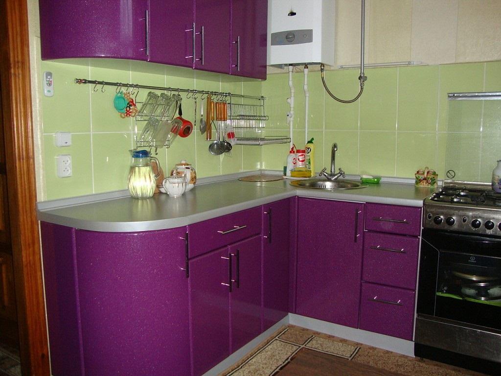 зеленый с фиолетовым в кухне