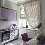 фиолетовая кухня с креслом