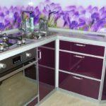 фиолетовая кухня с ирисами