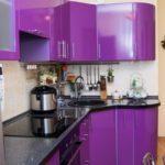 фиолетовая кухня яркая
