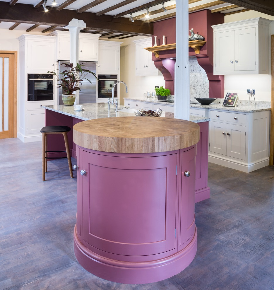 фиолетовая тумбочка на кухне