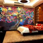 фотообои в спальню с ярким деревом