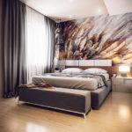 фотообои в спальню с плавной абстракцией