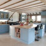 голубая кухня со столешницей