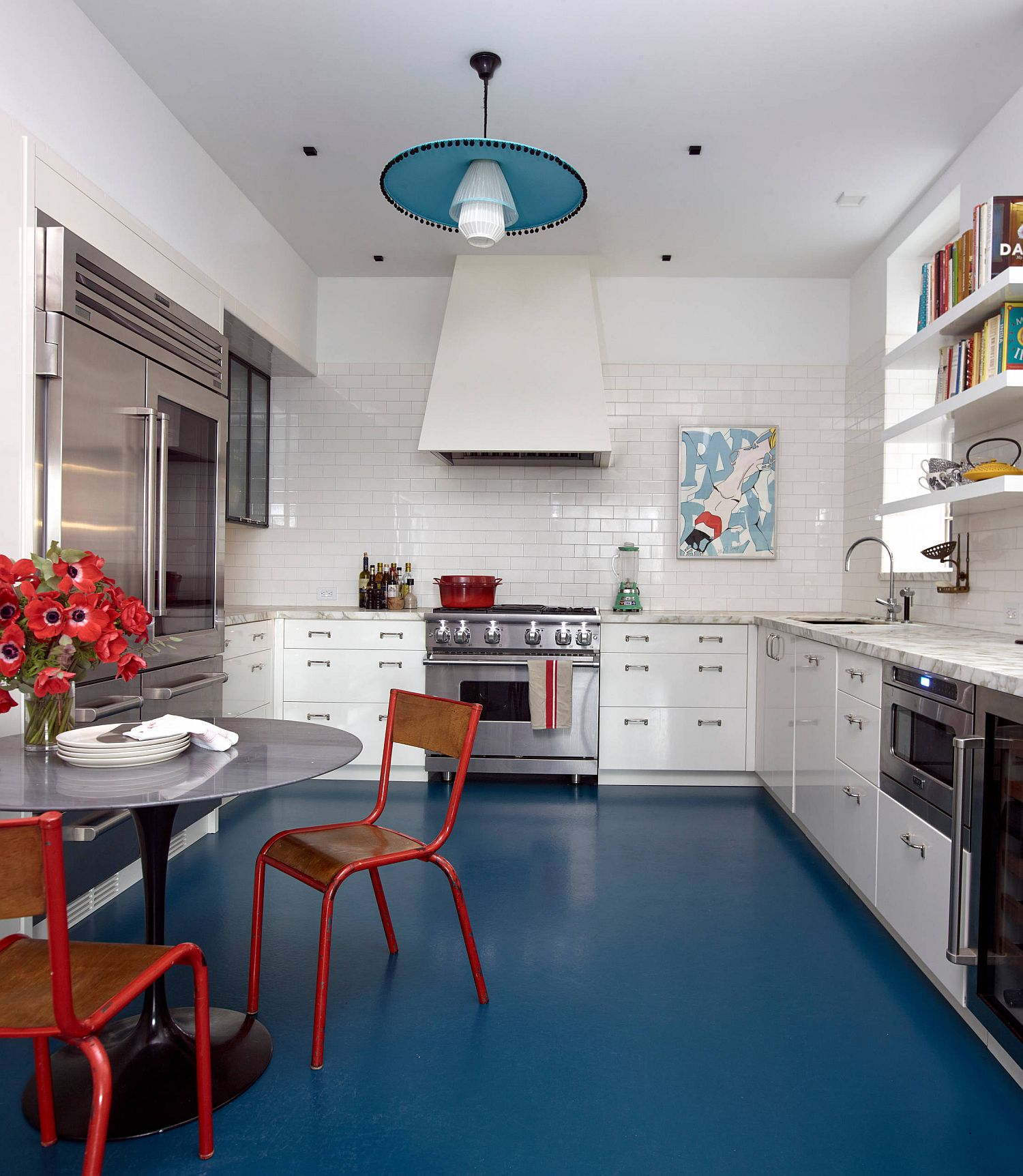 голубой пол на кухне