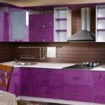 интересная фиолетовая кухня