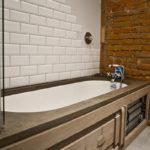 интерьер ванной с плиткой кабанчик