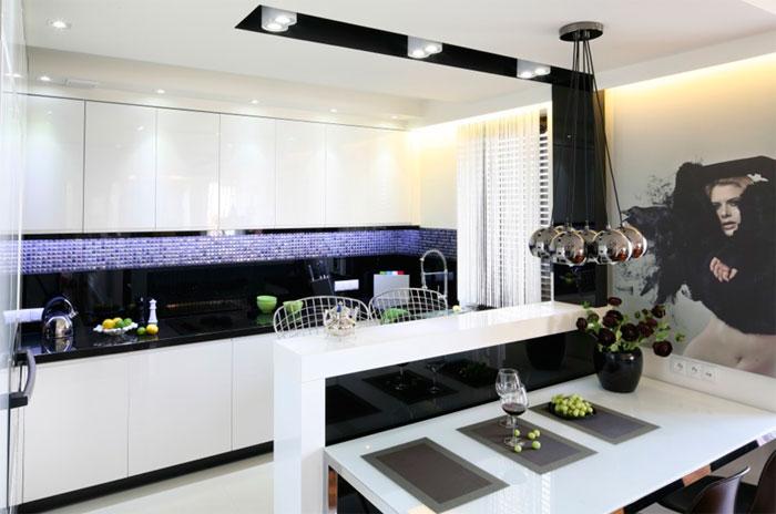 оформление стены на черно-белой кухне