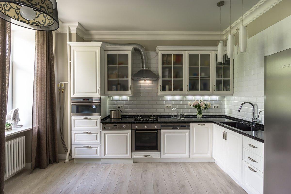кухня в черно-белых тонах - классический вариант