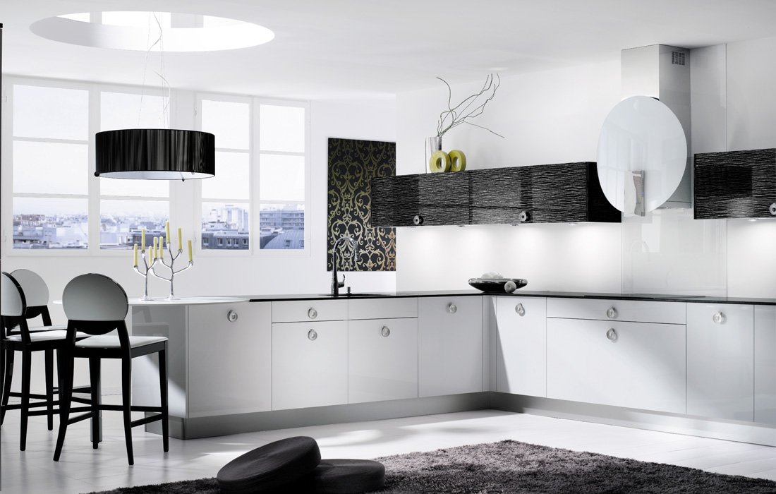 кухонный гарнитур - белый низ, черный верх
