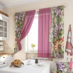 сиреневые шторы для кухни с принтами