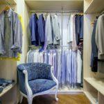 кресло в гардеробе