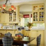 стулья в клетку на кухне прованс