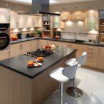 кухня оформленная в серо-коричневых тонах